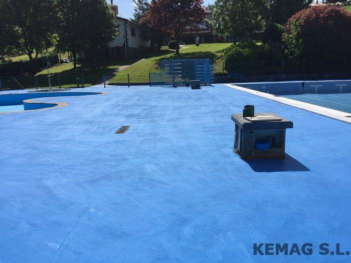 Pavimento exterior piscinas kemag pavimentos - Suelos de resina para exterior ...