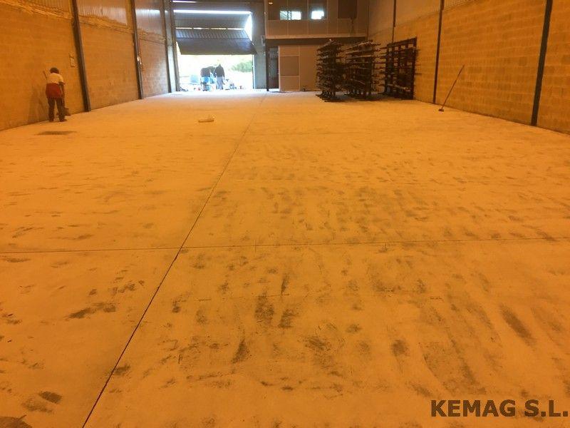 Pintura epoxi para suelo de hormig n kemag pavimentos - Pintar suelo de hormigon ...