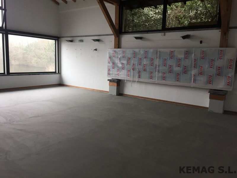 Microcemento en oficinas y locales archivos kemag pavimentos - Pavimentos de microcemento ...